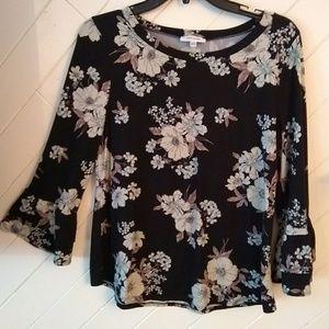 Bell sleeve floral shirt